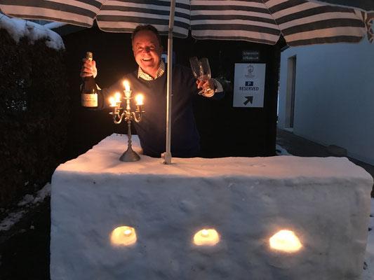 Meist steht eine beleuchtete Schneebar zur Verfügung.