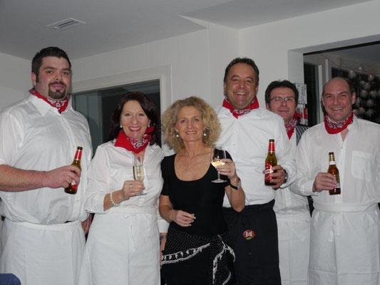 Wir machen alles, um an einer guten Party mit dabei zu sein - wenn es sein muss auch als Koch und Servicepersonal