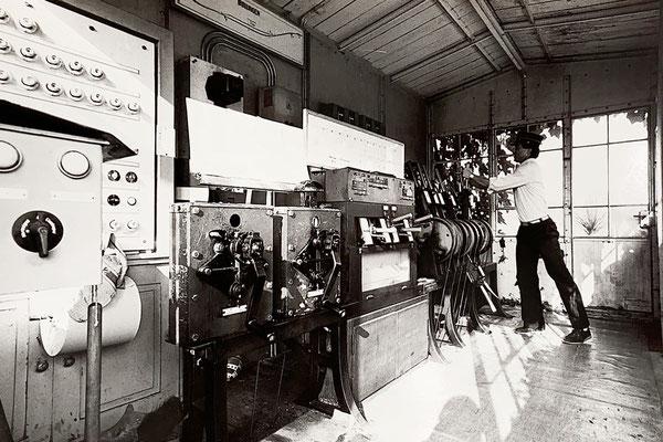 1984: Wegen dem alten Zug un dem alten Stellwerk in schwarz-weiss