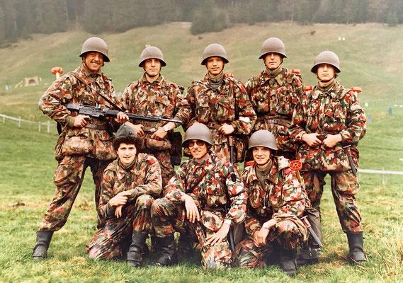 Halbstarke Nachrichtensoldaten