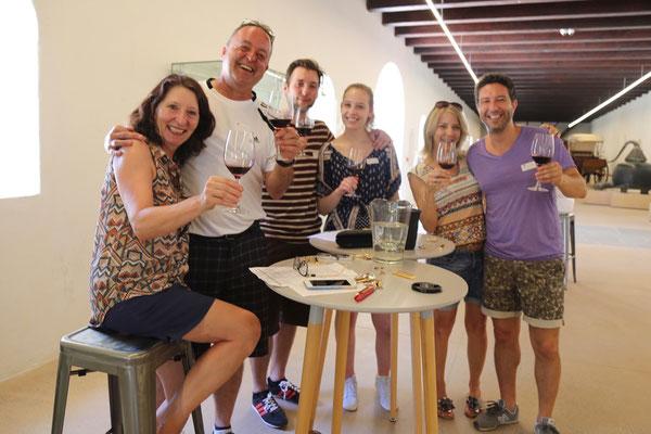 Oder Weinkellerbesuche in Constantia mit Marino, Rebekka, Susanne und Auri