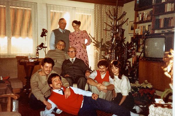 Weihnachtsfeier mit Grosseltern Lauber aus Rüti und Ursulas Goldschatz Tony
