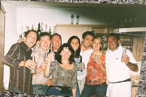 2002: Meine Kölner Freunde bei uns in der Küche, kurz bevor wir 43-con-Leche das erste Mal kennen gelernt hatten...