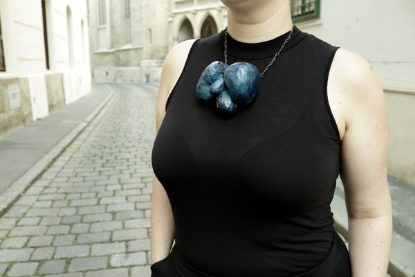 endless reflection (MKJ5810BN) / necklace / Balsa wood, various pigments & varnishes, oxidised silver