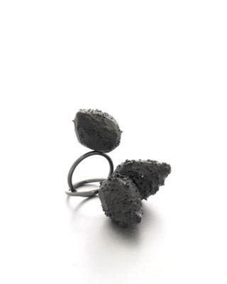"""Michelle Kraemer - Ringe aus der Serie """"Bold Minimalism"""" - Silber Balsaholz, Pigment, Lack"""