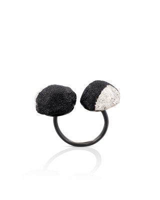 "Michelle Kraemer - Ring ""Double Dot"" - Blasaholz, Lack, Blattweissgold"