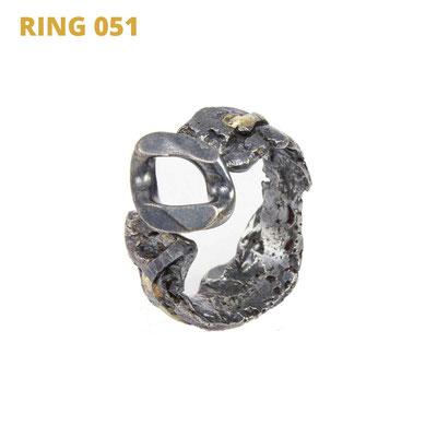 """Ring aus der Serie Glam Rocker   925 Sterlingsilber geschwärzt   14kt Gelbgold aufgeschmolzen   *handmade  <br><a href=""""https://www.caroertl.com/shop/ringe/ring-051/"""" target=""""_blank"""" p style=""""color:#d5a93e""""> zum SHOP ...</a>"""