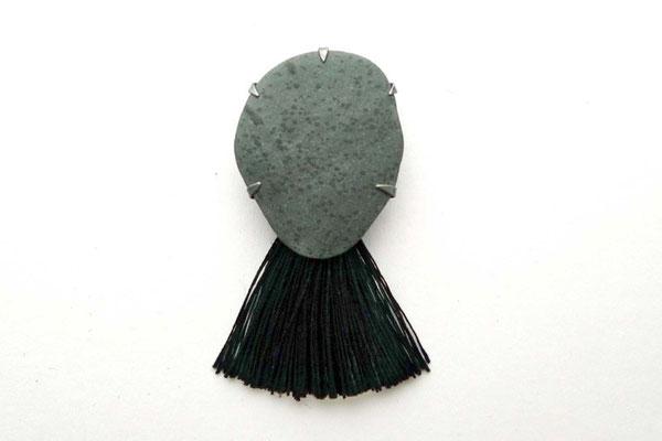 """Ellen (aus der Serie """"Oceanis nox"""") -  Brosche ,Silber, Stein, Textil   2012   8x5x2cm"""
