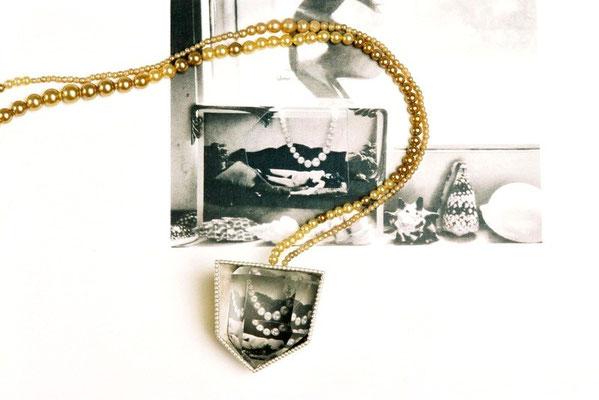 Perlenzeit – Halsschmuck , Silber, Bergkristall, Foto, alte Perlen,  2007   32x5x3cm