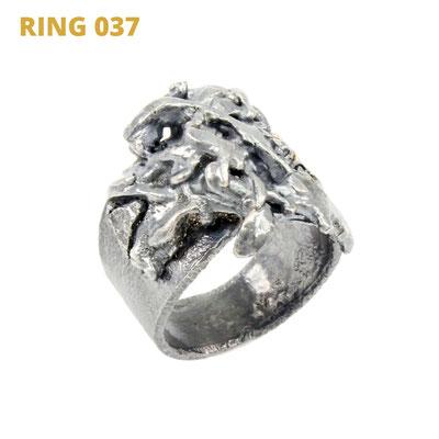 """Ring aus der Serie Glam Rocker   925 Sterlingsilber geschwärzt   *handmade  <br><a href=""""https://www.caroertl.com/shop/ringe/ring-037/"""" target=""""_blank"""" p style=""""color:#d5a93e""""> zum SHOP ...</a>"""