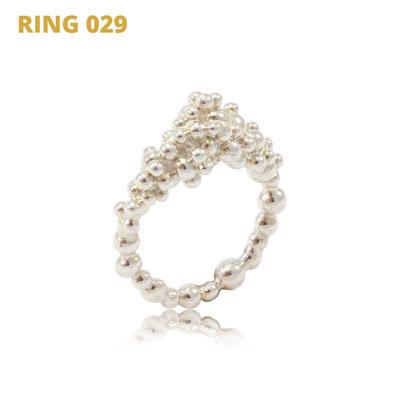 "Ring aus der Serie Good Girl   925 Sterlingsilber   *handmade  <br><a href=""https://www.caroertl.com/shop/ringe/ring-029/"" target=""_blank"" p style=""color:#d5a93e""> zum SHOP ...</a>"