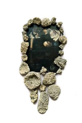 Oceanis nox – Collier- Silber, Steine und Muscheln mit Kalkalgen überzogen     Postkarte (Caravaggio- Der Narziss)                                 2012    26x18x3cm