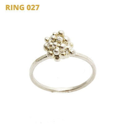"""Ring aus der Serie Good Girl   925 Sterlingsilber   8 Babydiamanten gefasst   *handmade  <br><a href=""""https://www.caroertl.com/shop/ringe/ring-027/"""" target=""""_blank"""" p style=""""color:#d5a93e""""> zum SHOP ...</a>"""