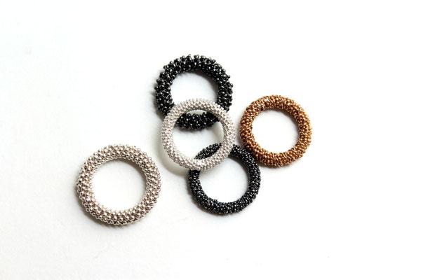 KETTENSCHMUCK - Ringe; 0,925 Ag; silberfarben, geschwärzt oder vergoldet; Modelle aus Kleinserie 2017 (seit 2003)