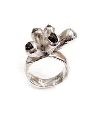"""Dora Des - Ring """"Gorgon"""" - Silber, Granat"""