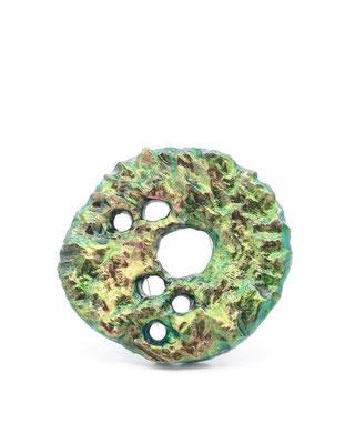 GREENER | Brosche | Balsaholz, irisierendes Pigment, Lack, Silber | € 600.-