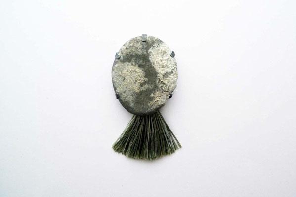 """Margarete (aus der Serie """"Oceanis nox"""") – Brosche, Silber, Stein mit Kalkalgen         überzogen  2012       9x6x2,5cm"""