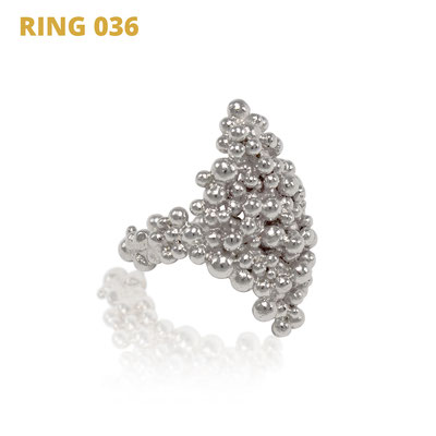 "Ring aus der Serie Good Girl   925 Sterlingsilber   *handmade  <br><a href=""https://www.caroertl.com/shop/ringe/ring-036/"" target=""_blank"" p style=""color:#d5a93e""> zum SHOP ...</a>"