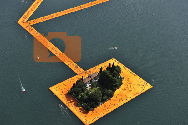 Foto aeree da elicottero The Floating Piers