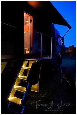 Stiege und Plattform beleuchtet Wohnmobil Zirbenbox