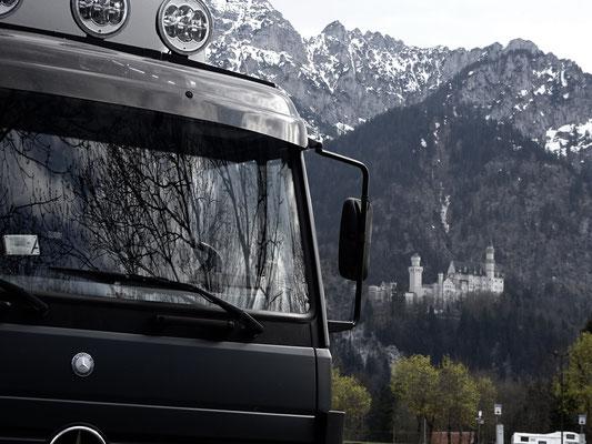unterwegs im Allgäu mit der malerischen Kulisse des Schlosses Neuschwanstein