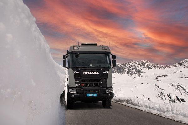 stimmungsvoller Abendhimmel bei einer Ausfahrt mit der Zirbenbox auf einem Scania R XT 370 4x4