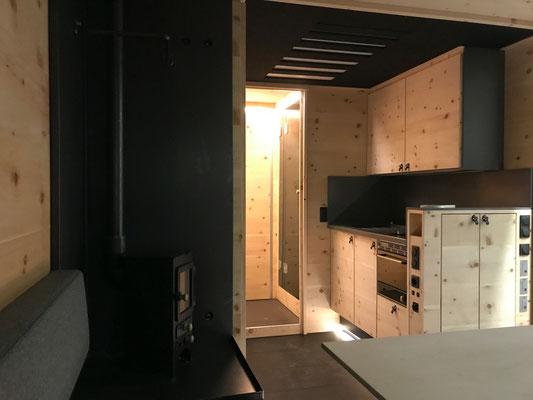 Expeditionsfahrzeug Zirbenbox Interior 2 Küche und Bad