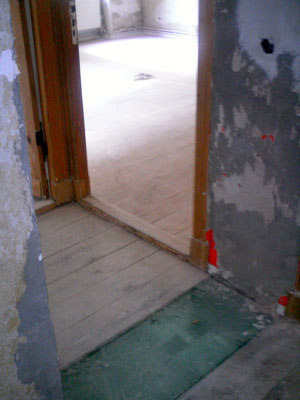 Alte abgenutzte Versiegelung geschliffen und neu versiegelt in der Werserstr. Berlin Neukölln