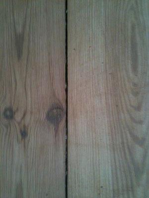 Dielen mit Ochsenblut schleifen und mit Holzhartöl behandeln