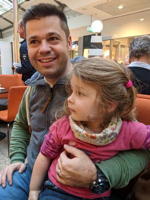 ..und Papa Jens mit dem Wonneproppen