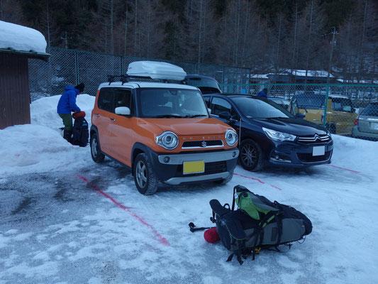 1泊登山者用駐車場へ無事駐車!