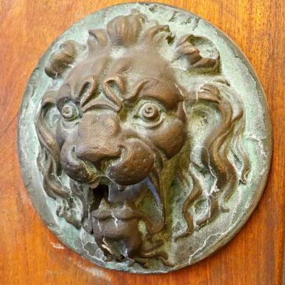 Médaillon à tête de lion
