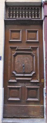 20 Montée des Carmélites (1er), ancienne porte du portail de l'église des Carmélites