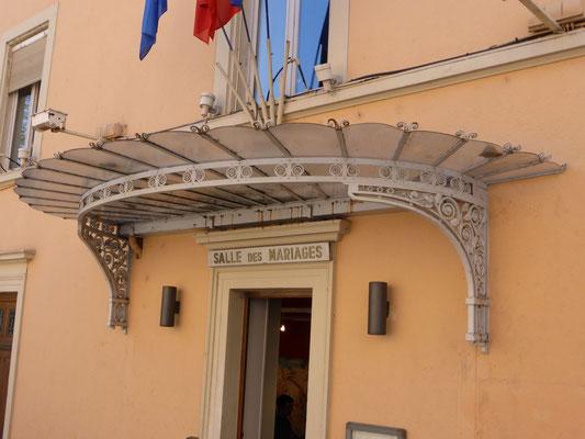 2 place Sathonay - Mairie du 1er - Marquise (Ch. Piguet)