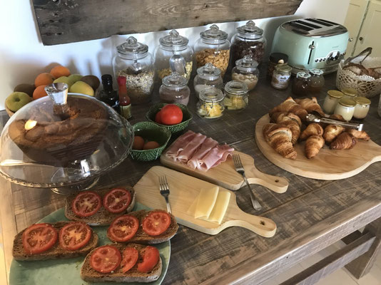 フランス シャンブルドット  朝食風景