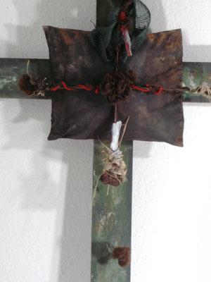 """Kreuz"" - Acryl-Holz-div. Materialien - 110 x 117 - 2011"