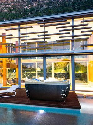 S&K GmbH Jacuzzi Whirlpool - Jacuzzi auf einer Terrasse