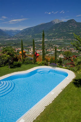 S&K GmbH Jacuzzi Whirlpool - Ein Pool im Garten
