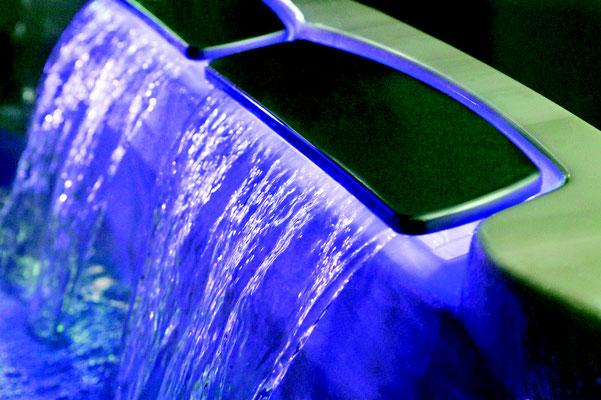 S&K GmbH Jacuzzi Whirlpool - Farbspiel im Jacuzzi