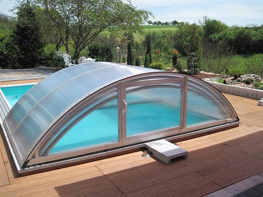 S&K GmbH Jacuzzi Whirlpool - Die Poolüberdachung geöffnet