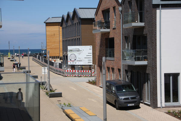 Blick vom 1.Balkon Richtung Ostsee, BeachMotel, Seebrücke, Brettebude und Seebrückenpromenade
