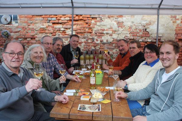 Die Beteiligten feiern die Auszeichnung mit dem Pomme d'Or. Foto: Axel Müller