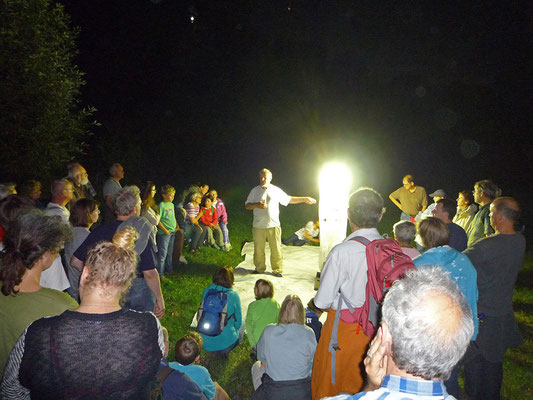 R. Klinger erläutert den Lichtfang. Foto: Mirko Franz