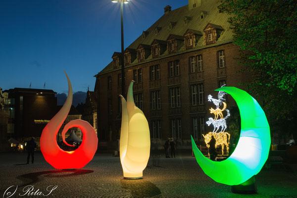 Am Neuen Rathaus, Lichtinstallation und beleuchtete Stadtmusikanten