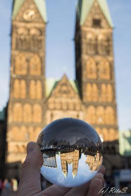Meine ersten Versuche mit dem Lens-Ball.Der Dom steht Kopf..