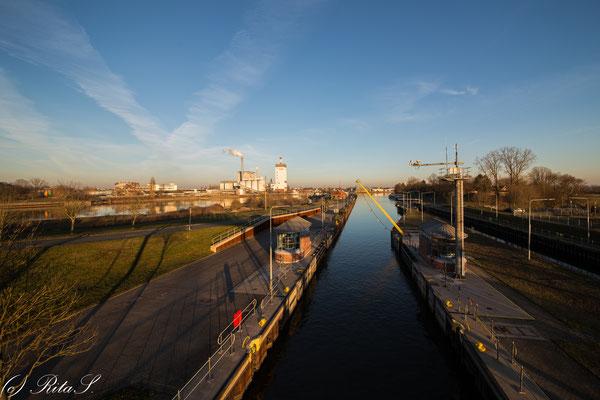 Die Schleuse am Bremer Weserwehr