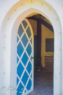 die Eingangstür..