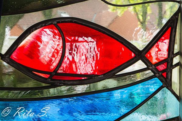 Detail eines  Fensters vom Gemeindehaus