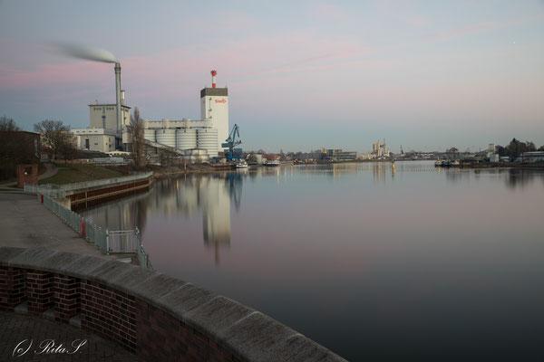 Am Wesersehr Bremen das Heizkraftwerk Hastedt