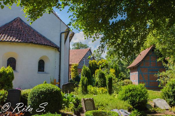 die Nordseite der Kirche.